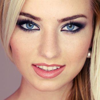 Светло-голубые контактные линзы от DOX